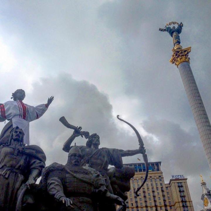 У центрі Києва почали збиратися мітингувальники (відео)