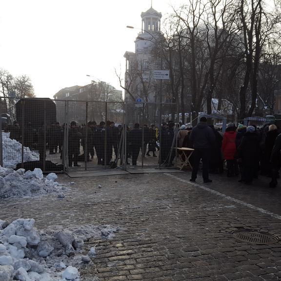 Київ в очікуванні масових протестів: перекрито Інститутську і Хрещатик (фото)