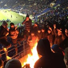 На матчі Україна-Сербія українські фани спалили прапори гостей