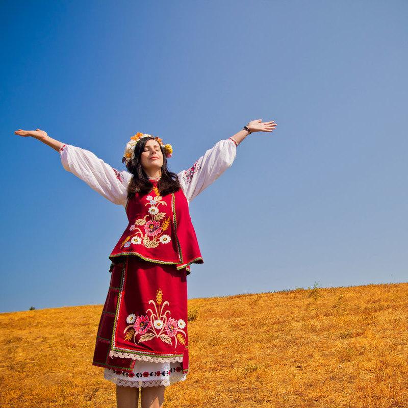 Українська жінка очима Кабміну: вицвіла сукня, брудна голова, самотність, нуль перспектив