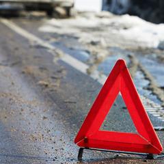 В Києві автомобіль розірвало навпіл після зіткнення з відбійником