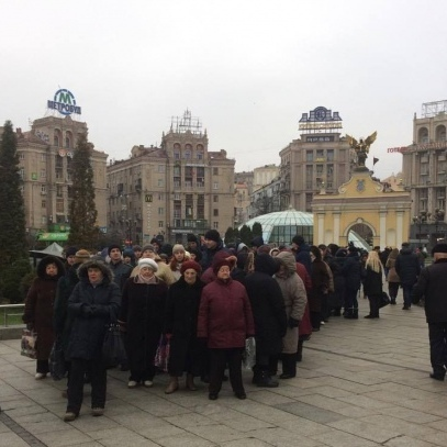 До Нацбанку прямують  мітингарі. Протестують «проти грипу» (фото)