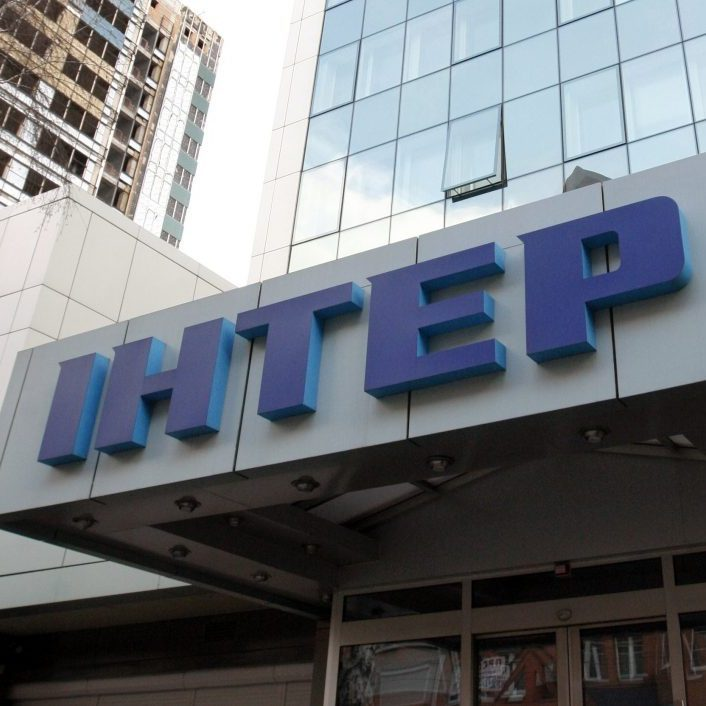 У Києві офіс «Інтера» закидали «коктейлями Молотова»