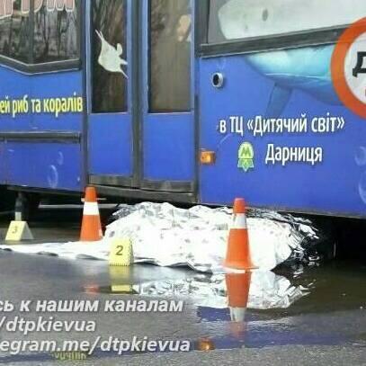 У Києві тролейбус на смерть розчавив водія, який поспішав до новонародженої онучки
