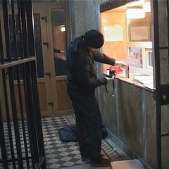 П'яний киянин підпалив себе у відділку поліції (фото, відео)