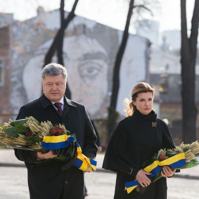 Петро Порошенко разом із дружиною Мариною вшанували пам'ять жертв Голодомору (фото)