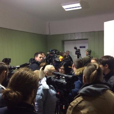 Допит Януковича:  у суді бракує місця