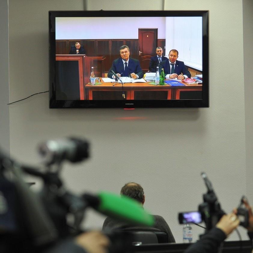 Янукович у суді схопився за серце, коли у нього запитали адресу проживання