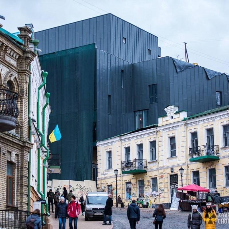 «Маємо споруду, яка зрозуміла архітектору, але не киянам» - у КМДА прокоментували вигляд театру на Андріївському узвозі