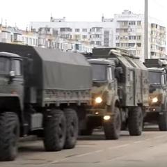 Колони техніки помітили у Керчі та Сімферополі – ЗМІ (відео)