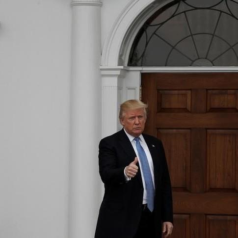 Трамп заявив, що відмовляється від своєї бізнес-імперії