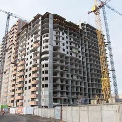 У Києві на будівництві з 21-го поверху впав працівник