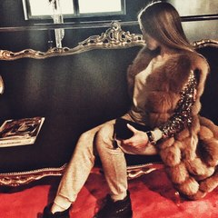 Шуби, губи, подарунки: 14-річна сестра заступниці голови МВС Дєєвої розповідає в мережі про своє життя