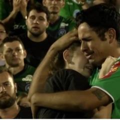 Фанати вшанували пам'ять загиблих гравців бразильської команди «Шапекоенсе» (відео)