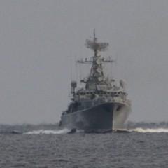 Військовий корабель РФ перегородив шлях українському прикордонному судну в Чорному морі (фото, відео)
