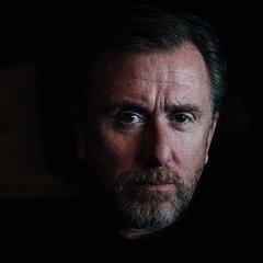 Відомий британський актор заявив, що його ґвалтував власний дід