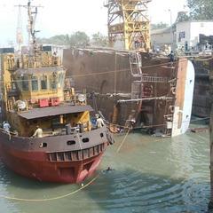 В Індії перекинувся військовий фрегат, є жертви (фото)