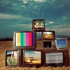 З початку нового року українські канали стануть платними