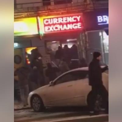 Невідомі влаштували погром в центрі Києва (відео)