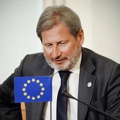 Чому Україні не дають «безвіз» (коментарі Єврокомісара Хана)