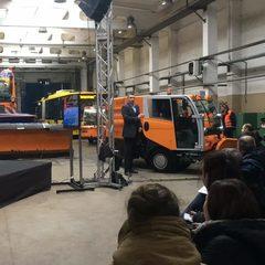 Кличко приїхав звітувати про свою роботу на снігоприбиральній машині (фото, відео)