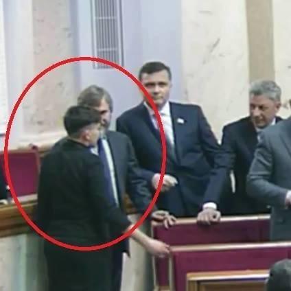 Савченко у Раді потиснула руку Новинському (фото)
