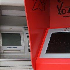У Києві поліцейські затримали чоловіків, які намагались пограбувати банкомат