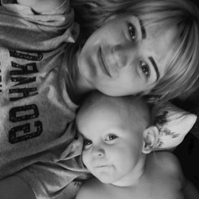 Заморенного голодом власною горе-матір'ю однорічного хлопчика поховають у Києві