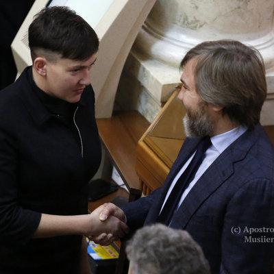 Надія Савченко пояснила чому потиснула руку Новинському