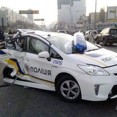 Машина поліції протаранила кіоск на ринку