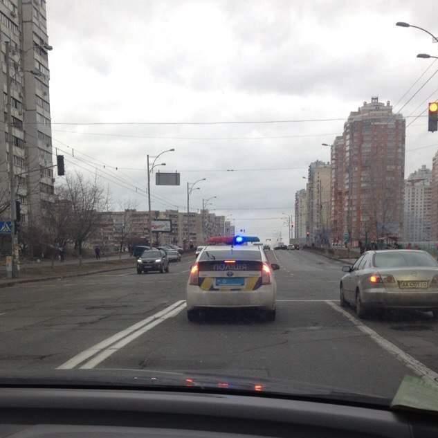 Автомобіль-привид: чому поліція їздить по Києву без номерних знаків (фото)