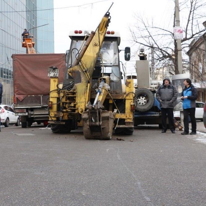 Масштабна ДТП у Дніпрі: по центру міста мчав трактор без гальм (фото, відео)