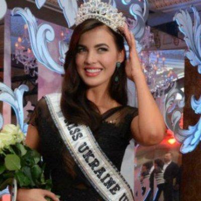 «Міс Україна Всесвіт 2016» презентувала 25-кілограмове вбрання для міжнародного конкурсу (фото, відео)