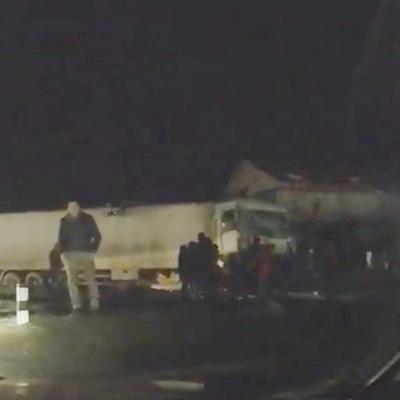 На залізничному переїзді Одеса-Чорноморськ моторошна аварія, є постраждалі (відео)