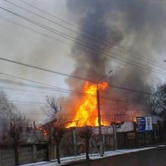 Масштабне займання на пивзаводі у Чернівцях: рятувальники залучили пожежний поїзд