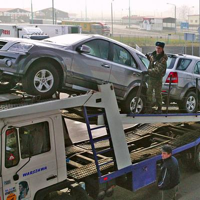 Нові правила розмитнення авто обкатали на кордні України