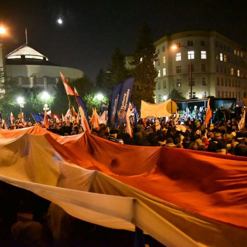 «Майдан» по-польськи: до Варшави з усієї країни стягують поліцію