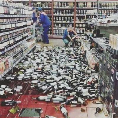 Погром в супермаркеті: У тернопільському Сільпо розбилось алкоголю на тисячі гривень (фото)
