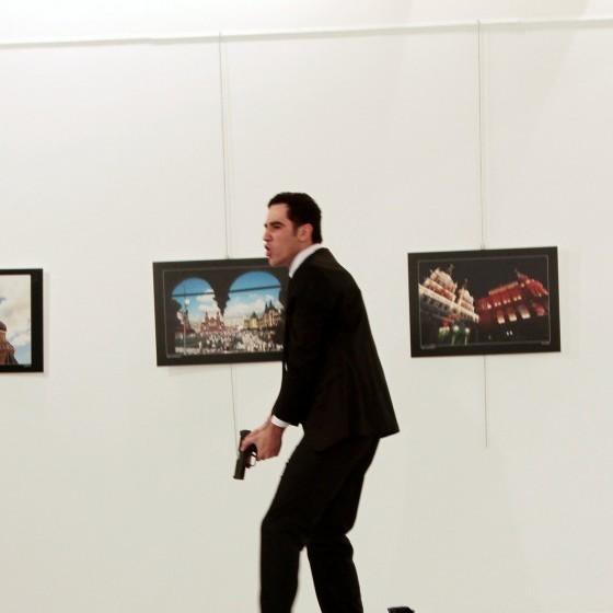 Російського посла вбив колишній охоронець Ердогана: турецькі ЗМІ опублікували фото