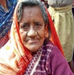 В Індії жінка, яку 40 років тому поховали, повернулася додому