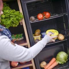 У Києві встановили холодильники посеред вулиць з безкоштовною їжею