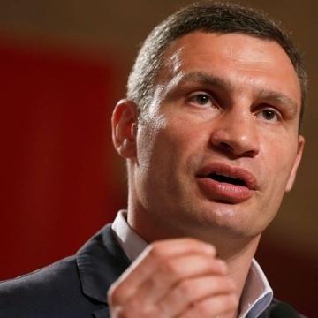 Міська влада продовжить демонтувати незаконно розміщені МАФи, - повідомив Кличко