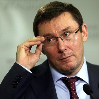 «Новорічний подарунок»: Луценко пообіцяв підвищити зарплату прокурорам