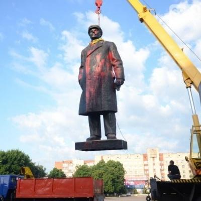 """Декомунізація в Україні: демонтовано 1320 """"ленінів"""""""