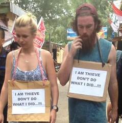 Австралійських туристів в Індонезії провели «маршем ганьби» за крадіжку (фото)