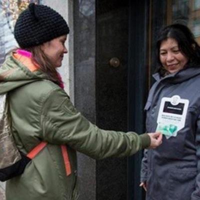 Прогрес: у Нідерландах безхатченки будуть приймати милостиню з безконтактних банківських карт