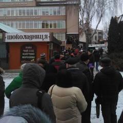 В Луцьку більше сотні підприємців вишикувалися в чергу, щоб закрити ФОПи (фото)