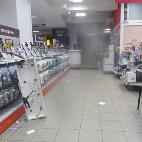 У Києві злочинці за 5 хвилин викрали із магазину смартфони на 600 тис. грн