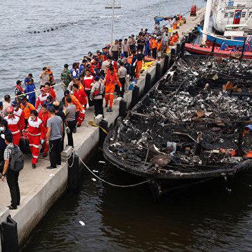 Страшна пожежа на паромі в Індонезії: багато загиблих