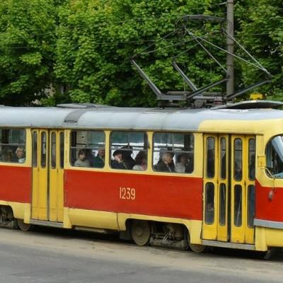 «Травми голови, тулуба, рук і ніг»: трамвай тягнув за собою пасажира близько 30 метрів у Києві